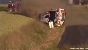VIDEO Zware crash voor topfavoriet Neuville in Ieperse rally